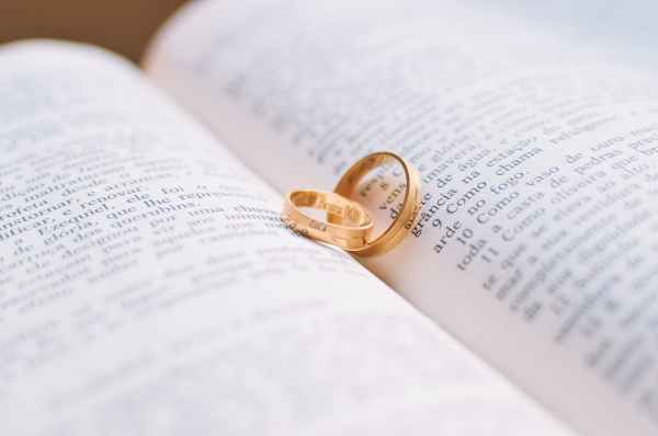 love rings wedding bible