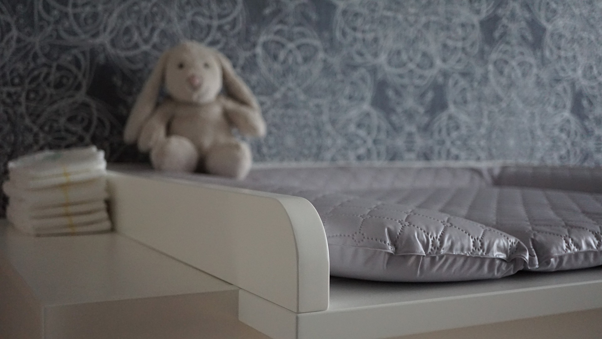 baby-changing-chest-of-drawers-4518766_1920